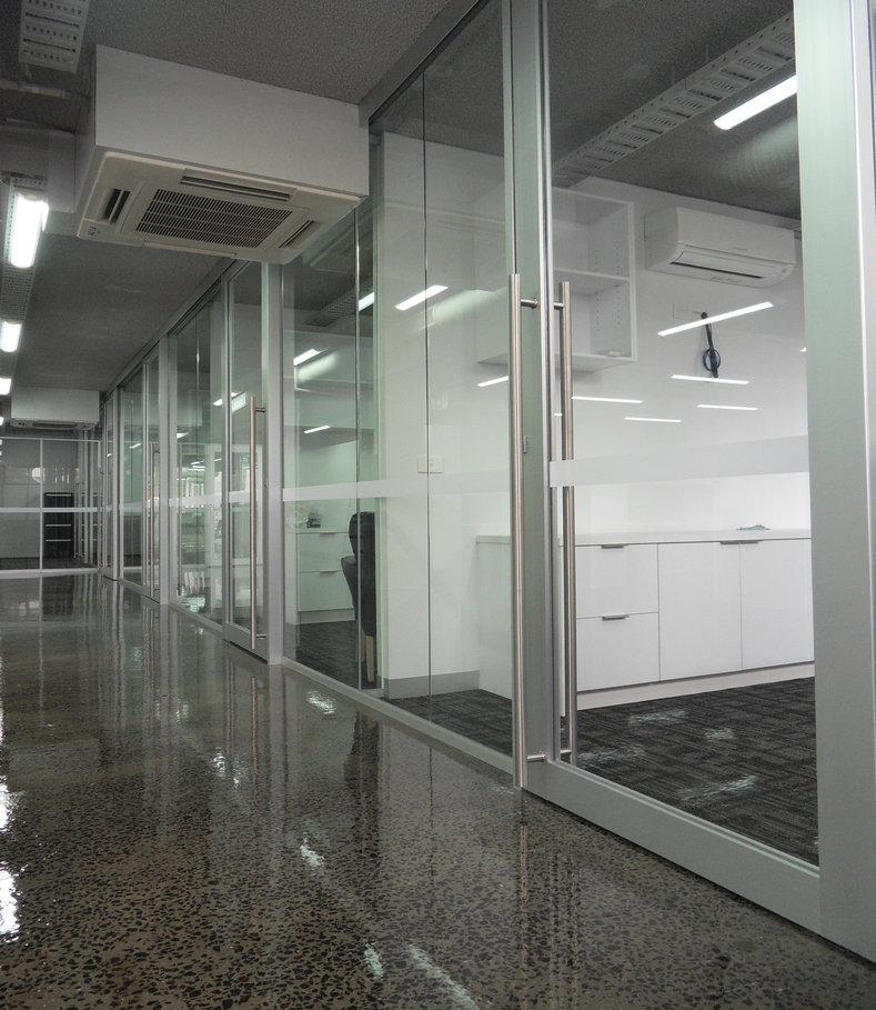 Aluminium glazed wide stile (sliding)